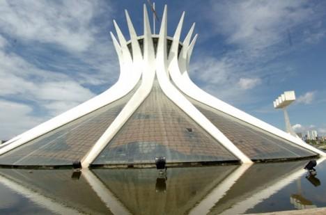 niemeyer-catedral-brasilia.JPG