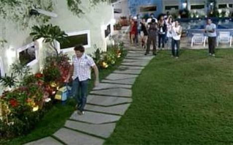 Rafael verlässt das Big Brother Haus und freut sich auf die Ferien (Screenshot: globo.com)