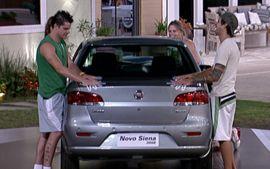 Die Probe: Alle mussten ihre Hände unbeweglich auf dem Auto lassen - bis zur Aufgabe! (Foto: bbb.globo.com)