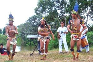 Zwei Musik- und Tanzgruppen des Indiovolkes der Tukúna haben schon regionale Berühmtheit erlangt (Foto: g1.globo.com)