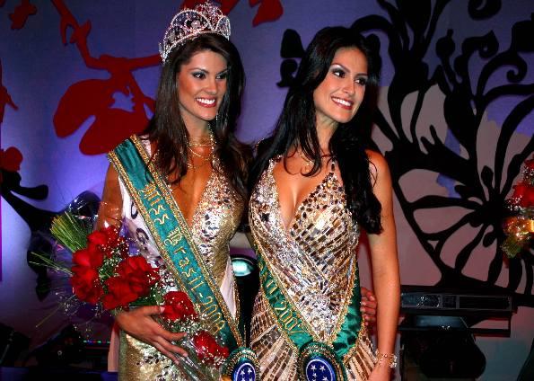 Die Miss Brasil 2008 Natália Anderle (li.) neben der Miss Brasil 2007 Natália Guimarães (Foto: Orlando Oliveira)