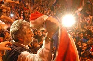 Tausende bejubelten nach dem Wahlsieg ihren zukünftigen Präsidenten und feierten friedlich bis weit nach Mitternacht (Foto: ABCcolor)