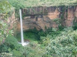 Der bekannte Wasserfall 'Véu da Noiva' im Mato Grosso ist Ziel vieler Touristen (Foto: Divulgação)