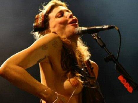 courtney-love-topless