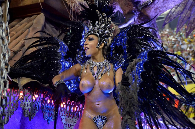 кажется, смотреть видео голый карнавал курю, пью