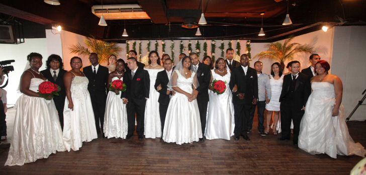 18012013 -  Moradores do Morro dos Macacos ganham casamento coletivo.